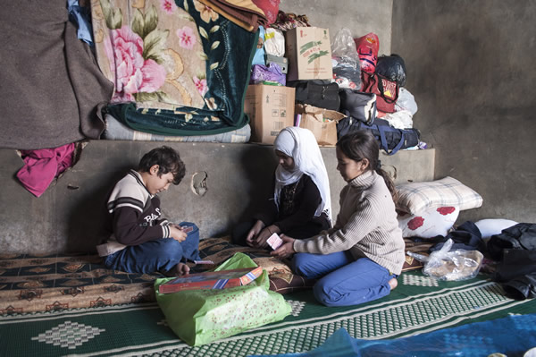 Mahmoud_children_playing_cards_in_makeshift_shelter_in_Qasmiyeh_Gathering_south_Lebanon-600.jpg
